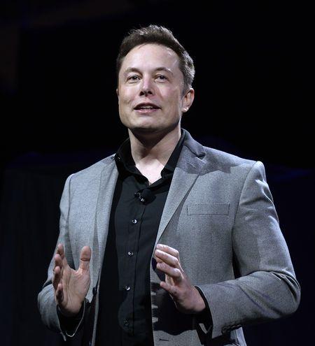 Илон Маск признал, что чрезмерная автоматизация завода Tesla была ошибкой