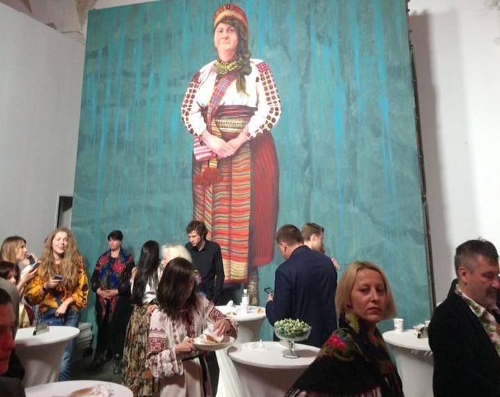 У Києві до Дня вишиванки пройшов етнопоказ за участю жінок ... 633861545cde2