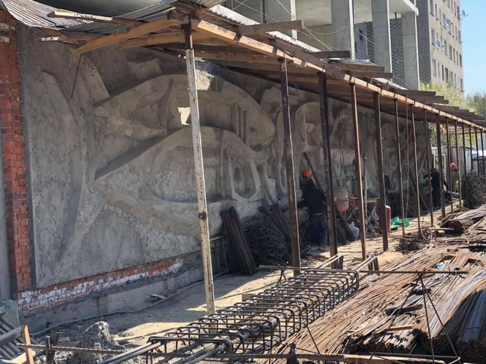У Львові розпочалася друга стадія робіт з відновлення мозаїки Володимира Патика