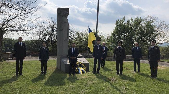 """Україна вшанувала пам'ять жертв концтабору """"Маутгаузен"""""""