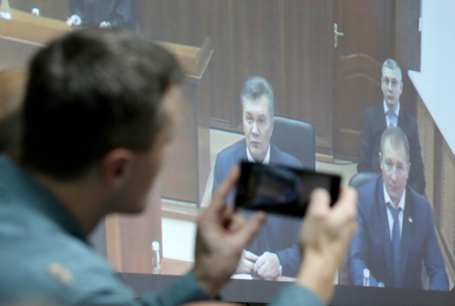 Юрист: Янукович просит ГПУ допросить его вРостове