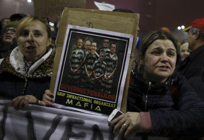 Парламент Румынии отказался отправить руководство вотставку