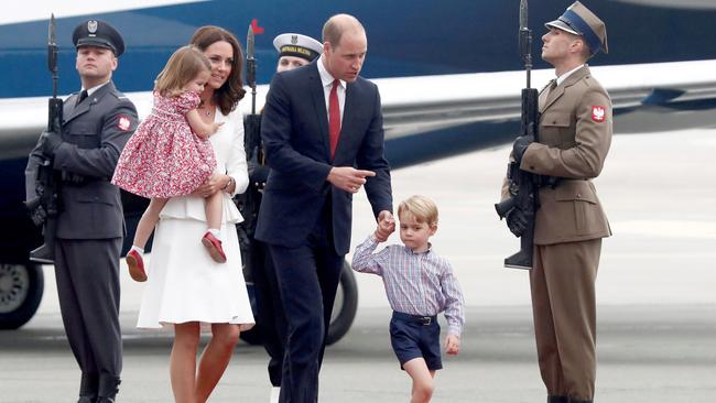 Принц Уильям иКейт Миддлтон сдетьми приехали свизитом вПольшу
