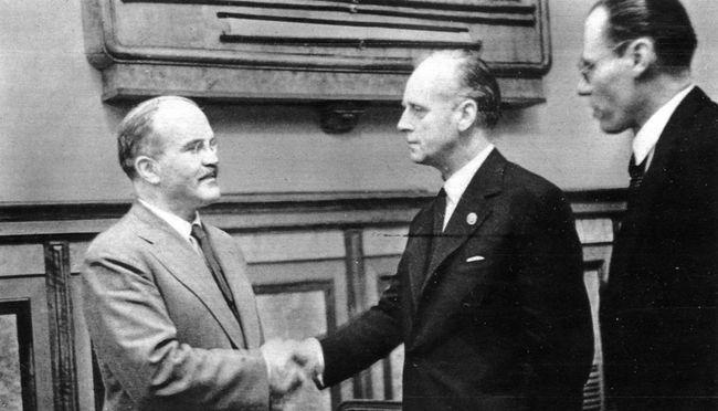 Большинство граждан России считает, что СССР победилбы Германию ибез союзников