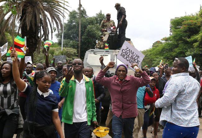 Мугабе согласился наотставку при условии иммунитета для себя и собственной супруги