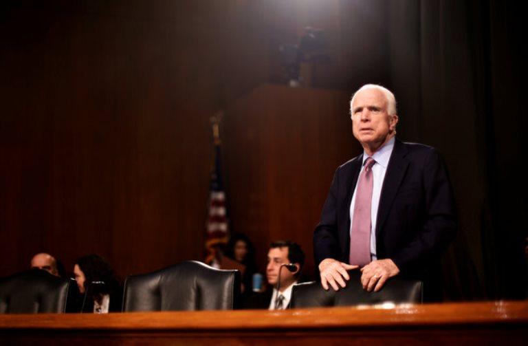 Маккейн оставляет сенат: «Рак убедил меня вэтом»