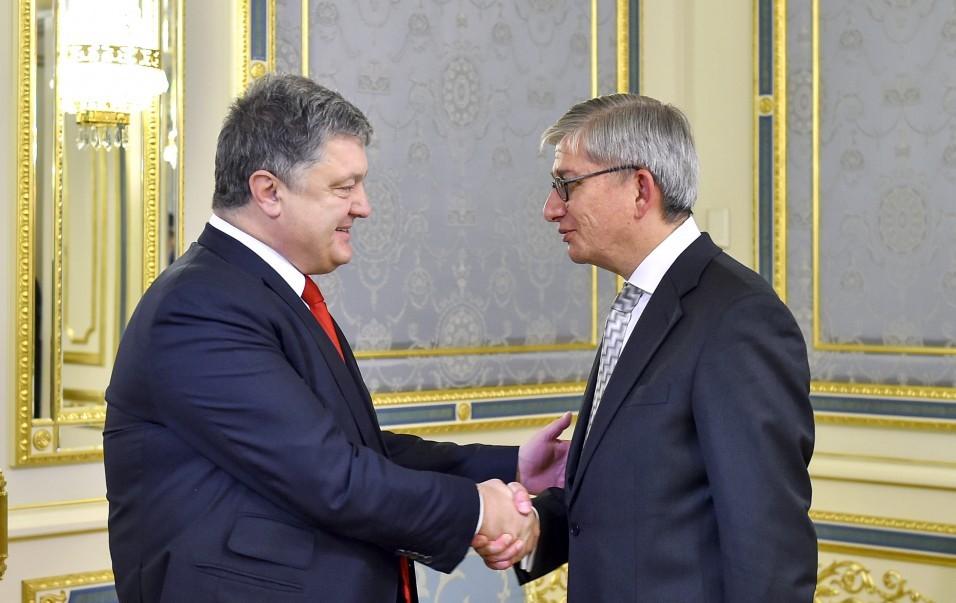 Порошенко: Кремль пробует утаить правду овойне наДонбассе