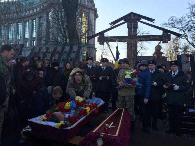 ВКиеве прощаются сбойцом «Козаком», над телом которого глумились боевики