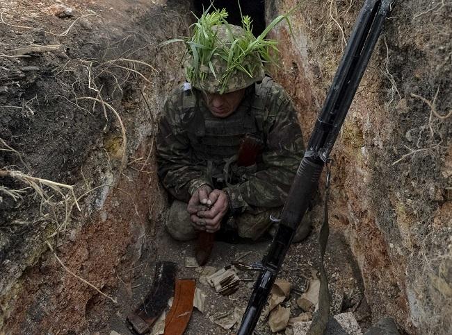 НаДонбассе боевики изартиллерии 152-мм обстреляли Троицкое