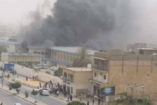 ВЛивии террористы напали наштаб-квартиру избиркома, 11 человек погибли