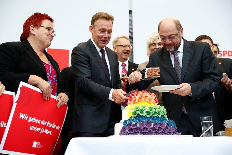 Противники однополых браков готовят жалобы вконституционный суд ФРГ