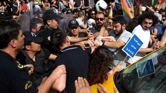 Турецька поліція недала провести вСтамбулі гей-парад