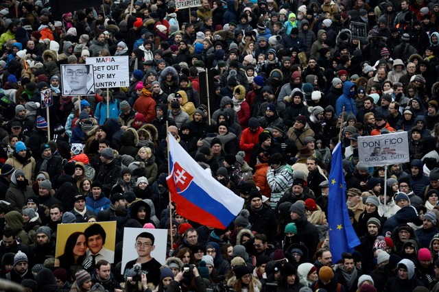 Убийство корреспондента вСловакии: наулицы вышли тысячи людей
