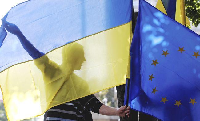 Порошенко: Стратегию вступления Украины вНАТО иЕС могут вписать вКонституцию