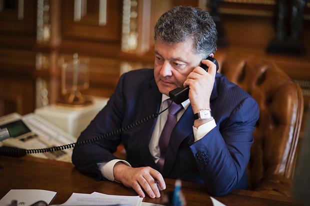 Порошенко заявил опродолжении обстрелов вДонбассе несмотря наперемирие