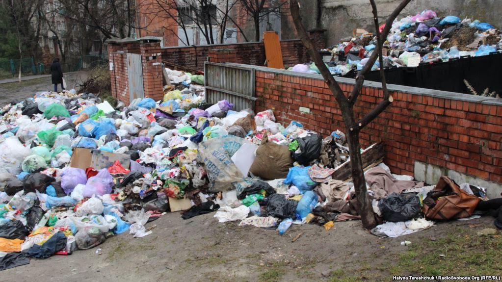 Станом насьогодні сміття невивезено з416 сміттєвих майданчиків