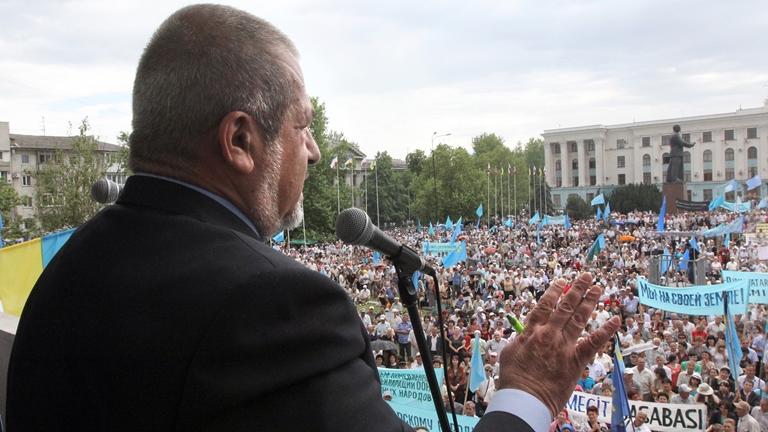 Чубаров вимагає відключити електрику Криму