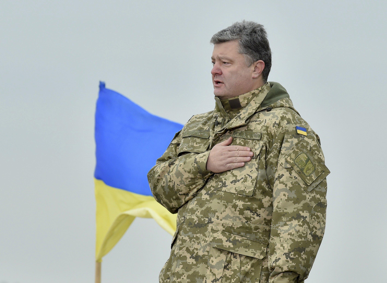 Президент відповів напетицію про надання громадянства іноземцям, які захищають Україну