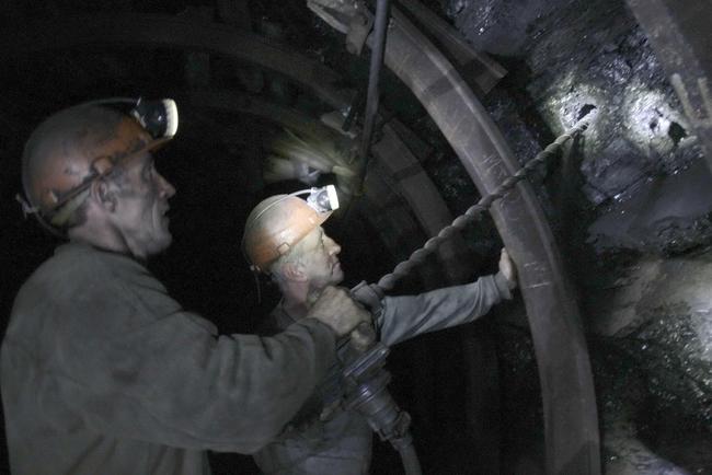 ВКривом Роге шахтеры не хотят подниматься наповерхность