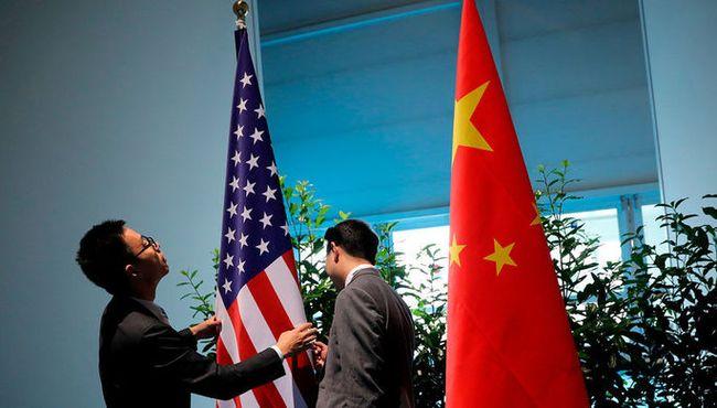 Віце-президент США звинуватив Китай у цілеспрямованій роботі проти Трампа