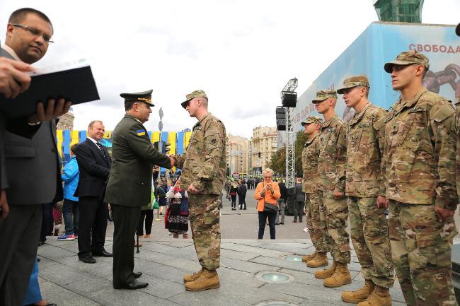 Полторак: ВУкраїні збудують 100 гуртожитків для військових