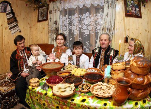 Християни західного обряду збираються сьогодні на багату вечерю - фото 1
