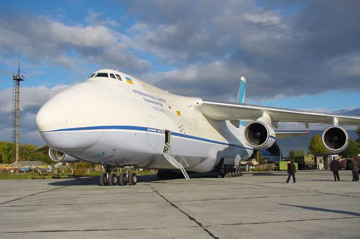 Украинский «Руслан» спас швейцарский самолет изледяного плена