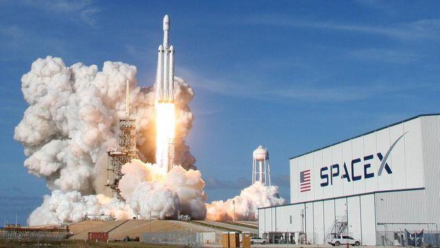 SpaceX запустила Falcon 9 знайбільшим геостаціонарним супутником зв'язку (ВІДЕО)