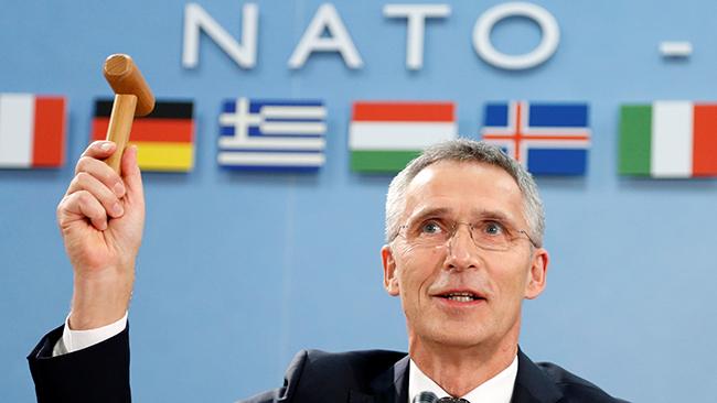 Столтенберг: НАТО закликає РФвивести свої сили зтериторії Грузії