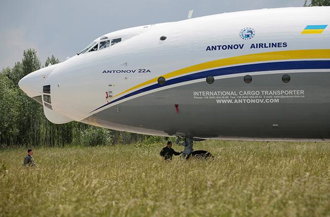 Азербайджан скупает уУкраины военные самолеты Ан-178— Собери сам