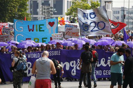 Поліція Гамбурга розігнала протестуючих проти саміту G20 (3.23 20) ee57b9f33754d