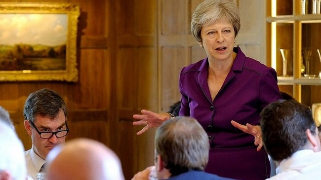 Тереза Мэй пригрозила Борису Джонсону увольнением запререкания поповоду Brexit