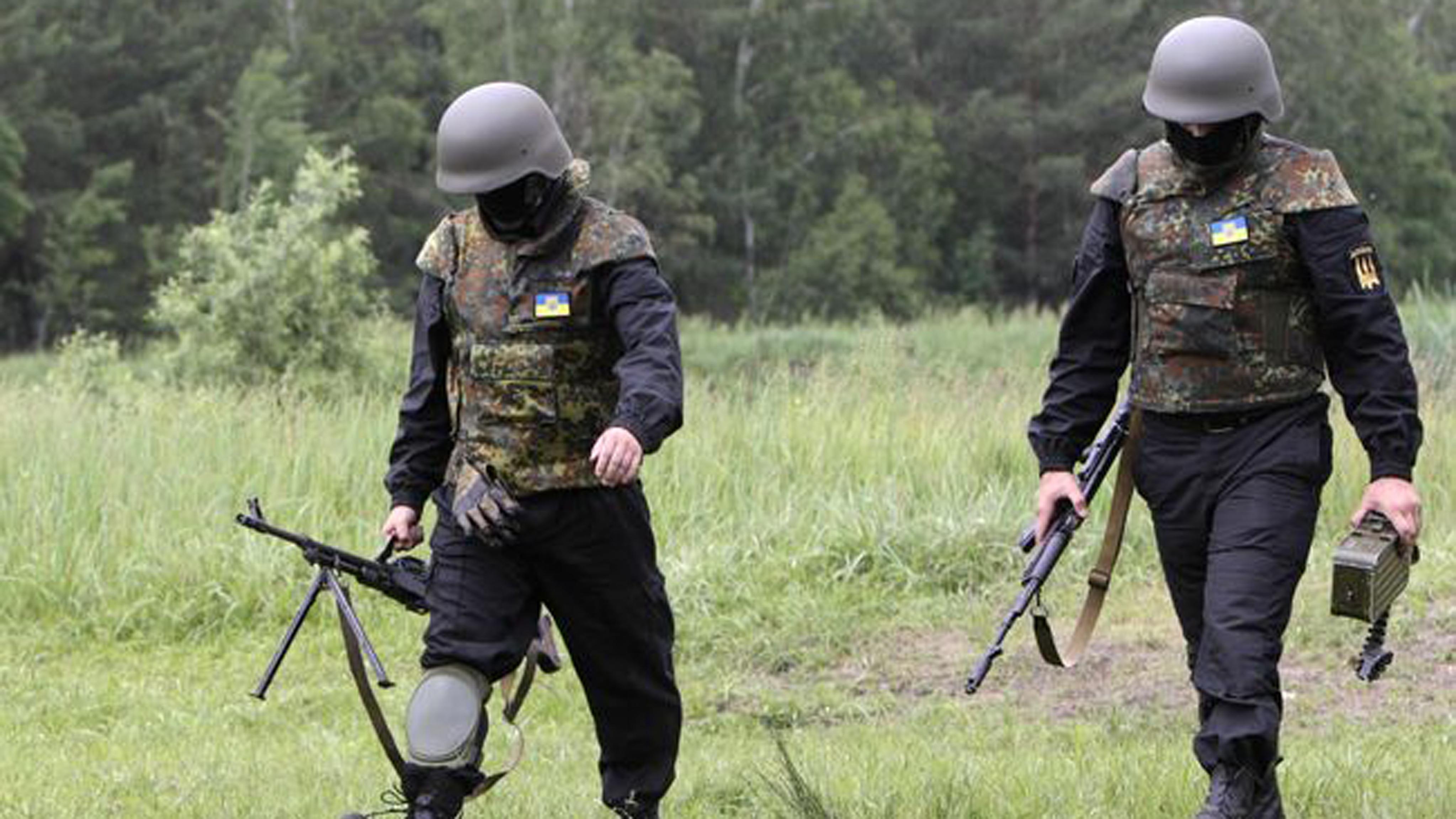 Сгранатой вноге. медсотрудники спасли украинского военного, раненого взоне АТО