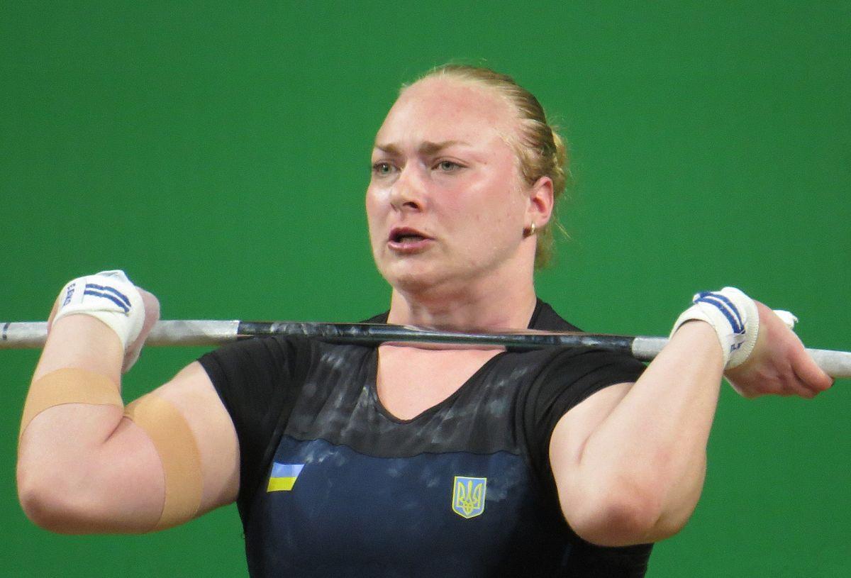 Украинка Лысенко завоевала три «серебра» чемпионата Европы потяжелой атлетике