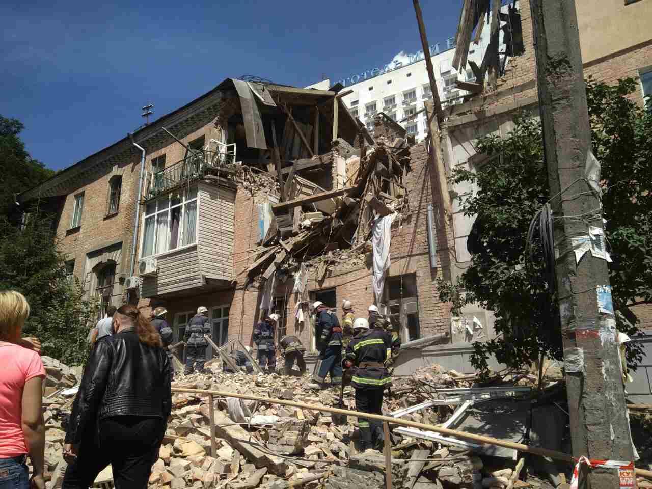 Потужний вибух уКиєві, під завалами перебувають люди