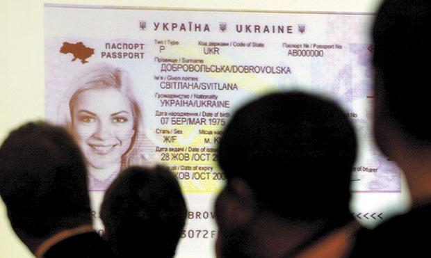 У міграційні службі роз'яснили ситуацію ззатримкою паспортів