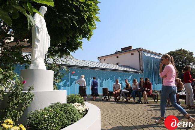 Мемориальный комплекс Героям Небесной сотни ипогибшим солдатам АТО открыли воЛьвове