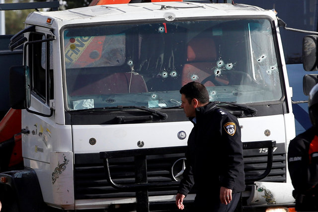 Теракт вИерусалиме: фургон раздавил толпу военных