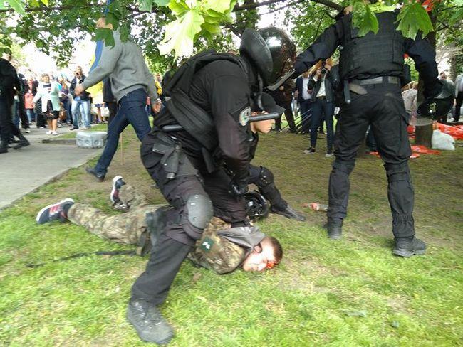 ВДнепре случилось столкновение из-за синих шариков «Оппозиционного блока»