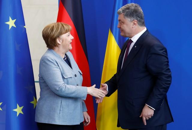 Меркель заявила, що захищала газові інтереси України під час розмови із Путіним