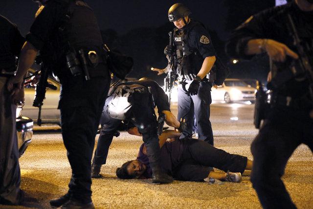 ВСША демонстранты ранили пятерых полицейских