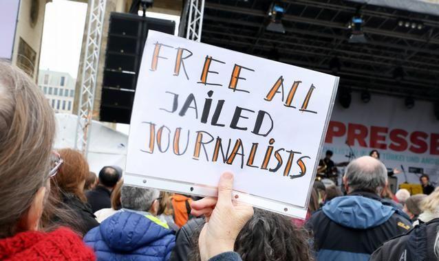 Влада Туреччини видала ордери наарешт десятків журналістів