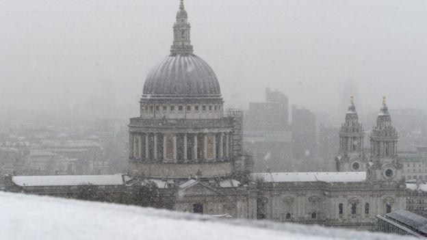 МИД предупредил граждан России опроблемах вработе аэропортов Европы из-за снегопада