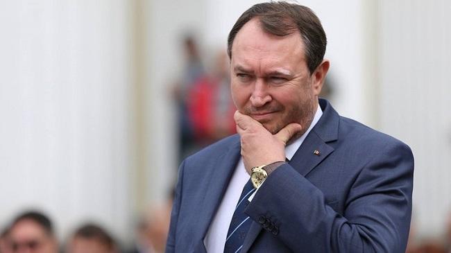 Министр юстиции Молдовы увольняется из-за телефонного разговора сосужденным мошенником