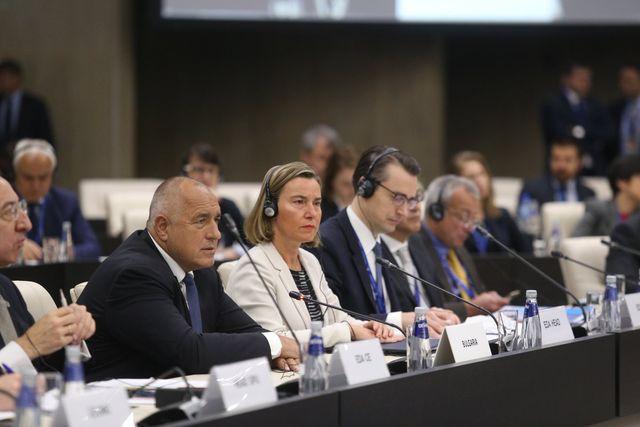 Порошенко: ЄС введе санкції проти організаторів вокупованому Криму виборів президентаРФ