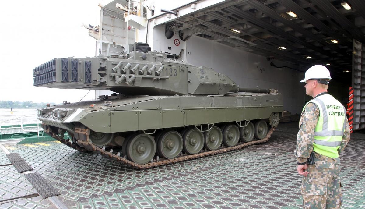 Пополнение для НАТО: ВЛатвию прибыла военная техника изИспании