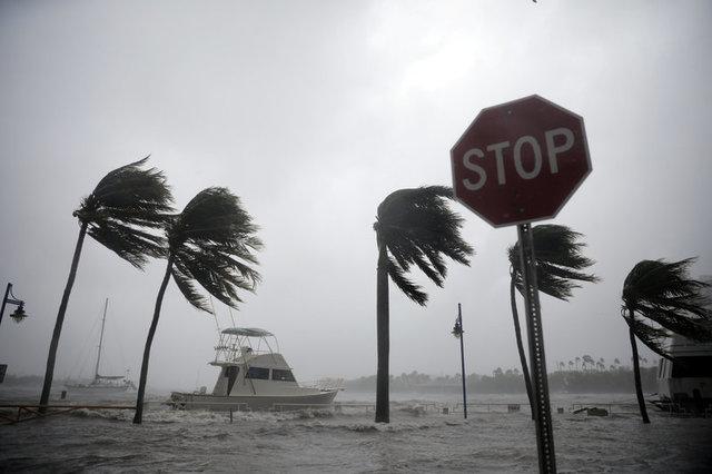 Страшний ураган «Ірма» наближається доФлориди: сильний вітер вже накрив сусідні острови