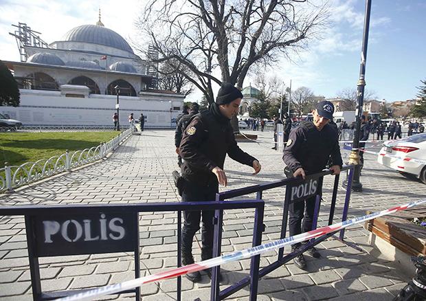 На центральной площади Стамбула произошел взрыв: есть погибшие