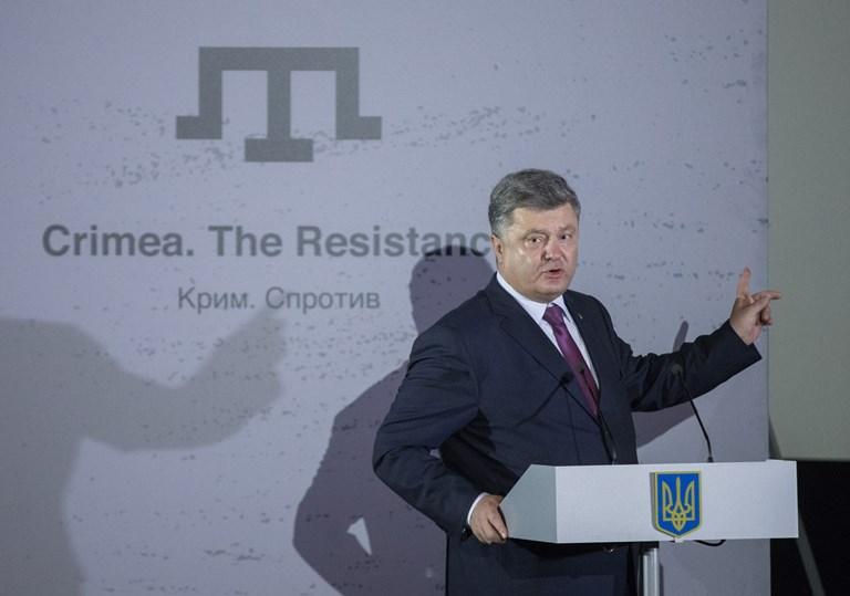 Порошенко снова пообещал крымским татарам национальную автономию
