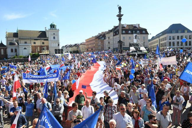 ВВаршаве массовые протесты: люди несогласны сполитикой руководства